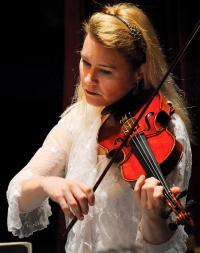 Violinist Jennifer Wood